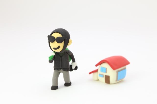 空き巣に狙われやすい家の「共通点 」~家の死角や窓・ドア周辺の鍵…あなたのお家は大丈夫?~
